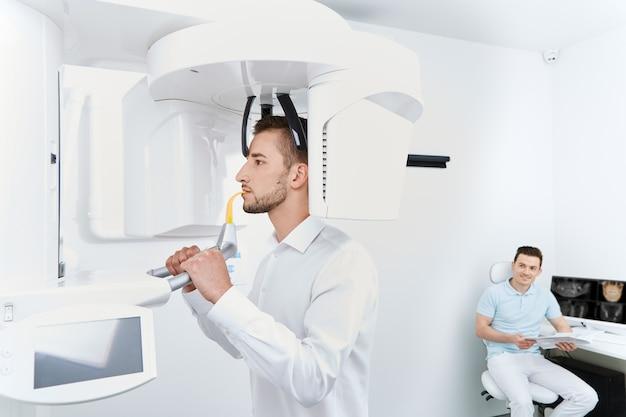 Patient geht zähne röntgen