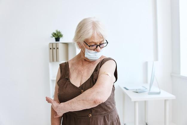 Patient im krankenhaus-kovid-pass gesundheitsversorgung
