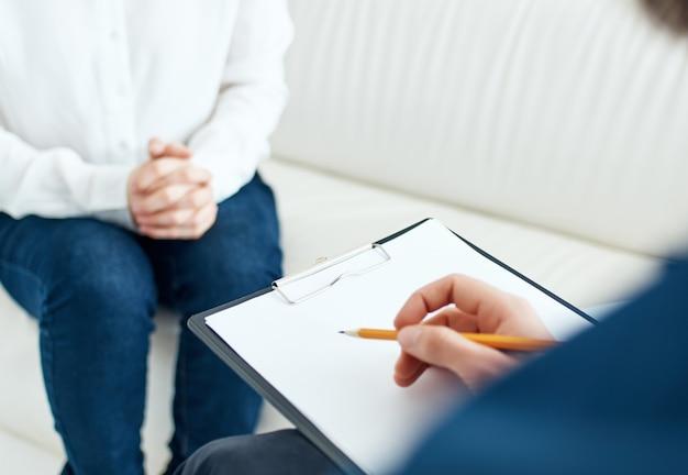 Patient mit einer psychologen-sitzungstherapie-behandlung