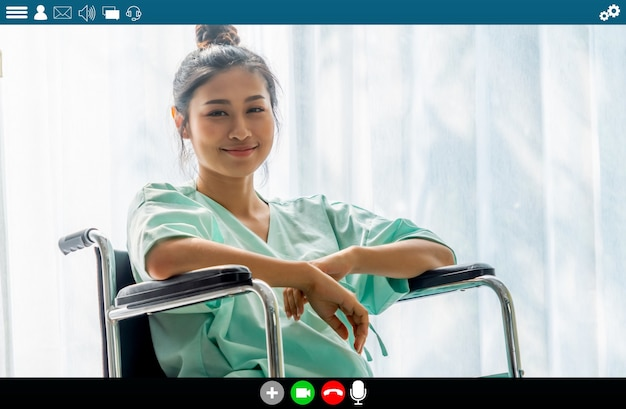 Patient spricht per videoanruf für den telemedizindienst Premium Fotos