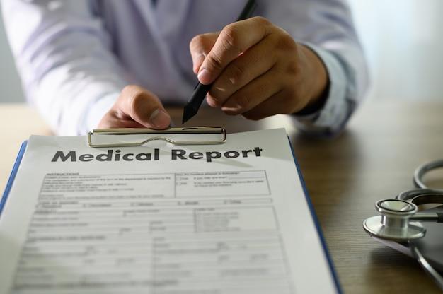 Patientenakten patienteninformation medizintechnik-konzept