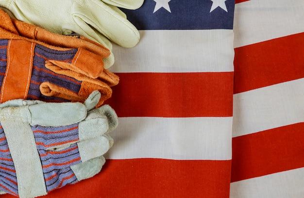 Patriotische in amerika glückliche arbeitstagkonstruktion lederhandschuhe auf der flagge der vereinigten staaten von amerika