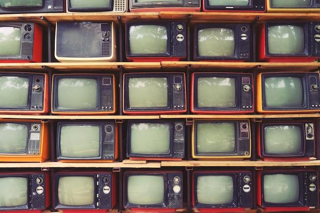 Pattern wand des haufens bunten retro-fernsehen (tv) - vintage-filter-effekt-stil.