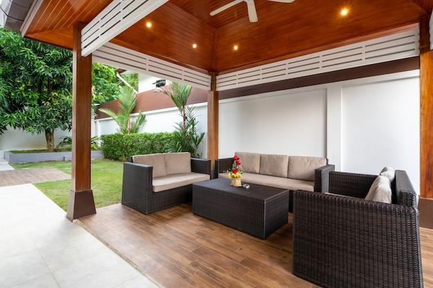 Pavillon und sitzbereich im freien
