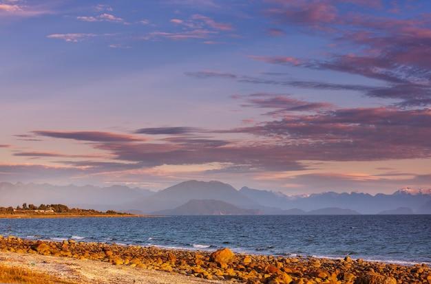 Pazifische ozeanküste entlang carretera austral, patagonien, chile