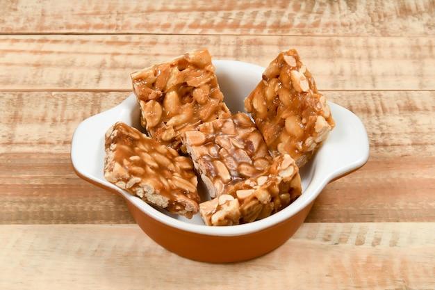 Pe de moleque, typisch brasilianische erdnussbonbons werden auf den junipartys gegessen
