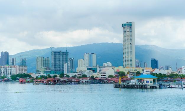 Penang ist ein malaysischer staat an der nordwestküste der malaysischen halbinsel.