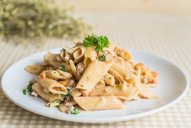 Penne pasta frischkäse