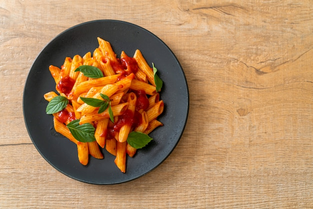Penne pasta in tomatensauce