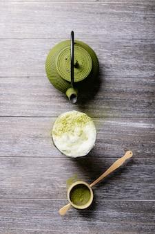 Peparation von matcha-tee, draufsicht