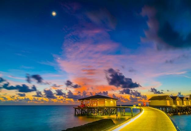 Perfekter atoll ozean sonnenschein dämmerung