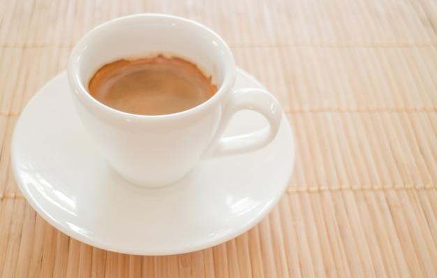 Perfekter schuss von heißem espresso