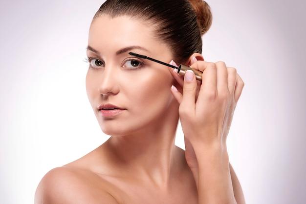 Perfektes make-up für den tag