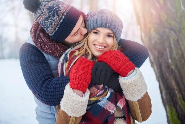 Perfektes wetter, um einen kuss zu haben