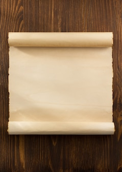 Pergamentrolle auf holz