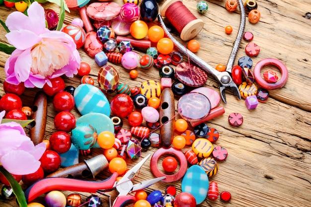 Perlen und pfingstrose
