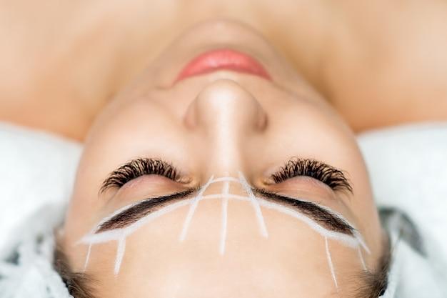 Permanent make-up für augenbrauen