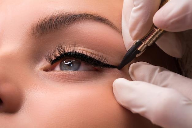 Permanente augen make-up nahaufnahme schuss