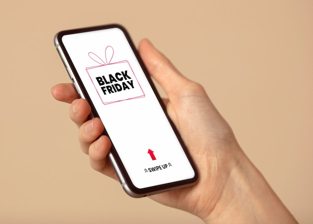 Person, die auf einem smartphone nach black friday-verkäufen sucht