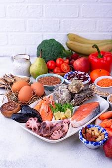 Pescetarian diät mit meeresfrüchten, obst und gemüse