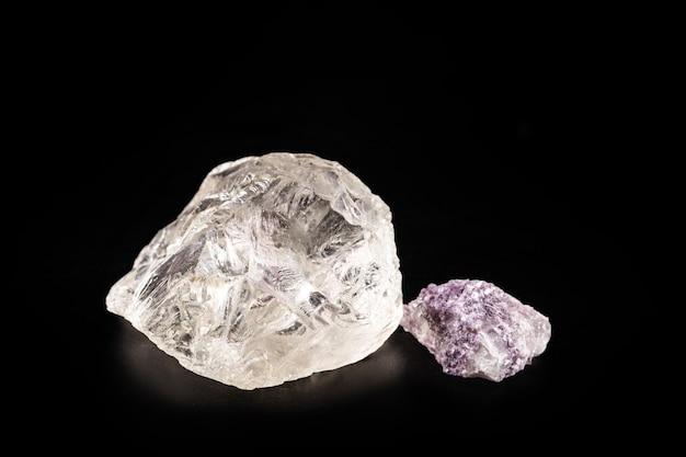 Petalit und lepidolith, mineral, aus dem lithium gewonnen wird