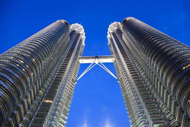 Petronas-turmbrückendetail-nachtaufnahme