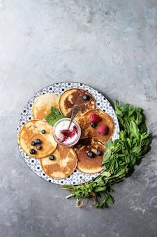 Pfannkuchen mit beeren
