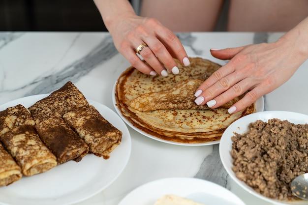 Pfannkuchen mit fleischfüllung kochen