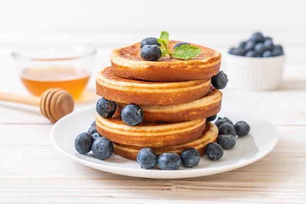 Pfannkuchen mit frischen blaubeeren