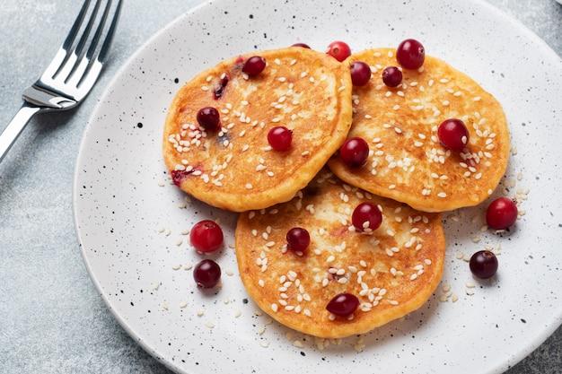 Pfannkuchen mit frischen preiselbeeren