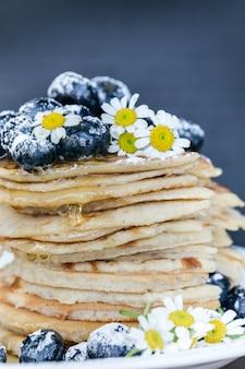 Pfannkuchen mit heidelbeer-toppings Kostenlose Fotos
