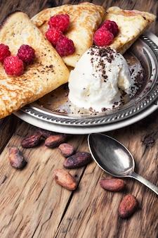 Pfannkuchen mit himbeeren