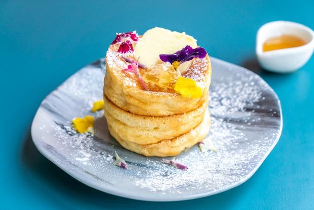 Pfannkuchen mit honig und butter