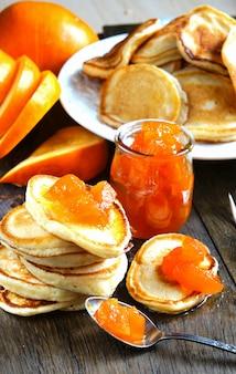 Pfannkuchen mit kürbismarmelade