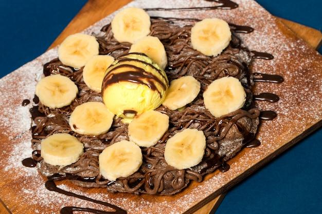 Pfannkuchen mit praline und banane