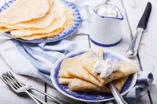 Pfannkuchen mit sauerrahm