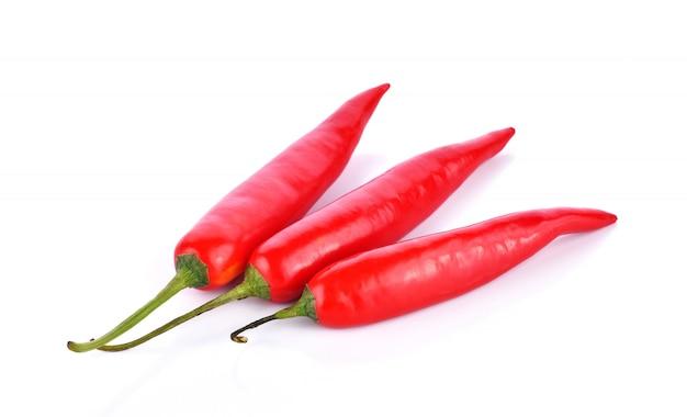 Pfeffer der roten paprikas auf weißem hintergrund