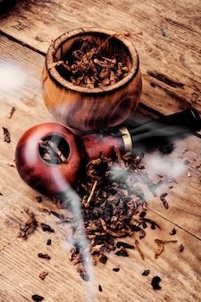Pfeife und tabak