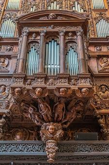 Pfeifenorgel in der kathedrale von tarragona
