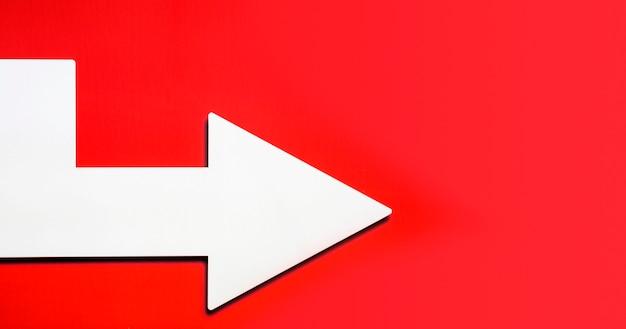 Pfeil zeigt nach rechts mit kopierraum