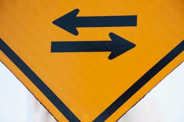 Pfeilzeichen rechts und links