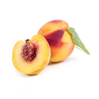 Pfirsich auf dem tisch