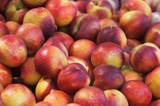 Pfirsiche auf dem markt
