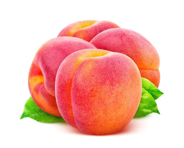 Pfirsiche isoliert auf weißem hintergrund