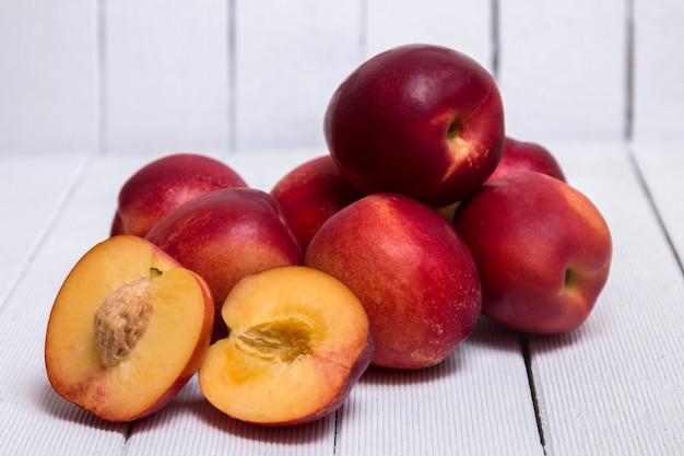 Pfirsiche (prunus persica subs nectarina)