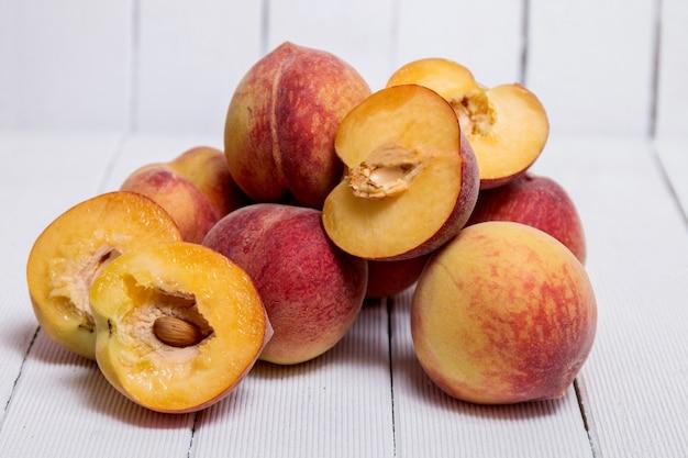 Pfirsiche (prunus persica)