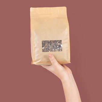 Pflanzendünger im umweltfreundlichen verpackungsbeutel