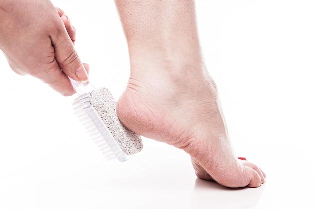 Pflege für trockene haut an den gepflegten füßen und fersen