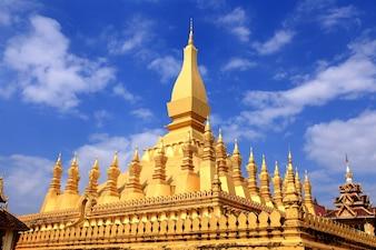 Pha That Luang ist eine mit Gold überzogene große buddhistische Stupa im Zentrum von Vientiane, Laos.