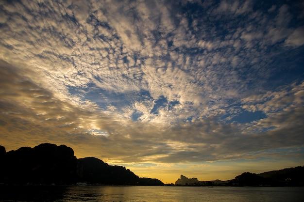 Phi phi island der berühmte marksteinmeerblick von thailand
